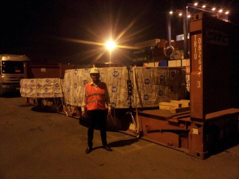 Tgktrans làm hàng trong đêm tại cảng Cát Lái